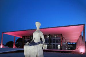 STF ganha iluminação em referência ao Outubro Rosa